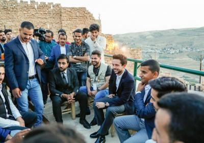 Crown Prince meets young volunteers in Karak, joins them for iftar