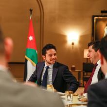 جلالة الملك عبدالله الثاني، يرافقه سمو الأمير الحسين، ولي العهد، يلتقي شخصيات سياسية واقتصادية مشاركة في  المنتدى الاقتصادي العالمي للشرق الأوسط وشمال أفريقا