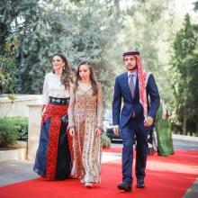 جلالة الملكة رانيا العبدالله، وسمو الأمير الحسين، ولي العهد، وسمو الأميرة سلمى، خلال الاحتفال بعيد الاستقلال الـ 69 -أيار 2015