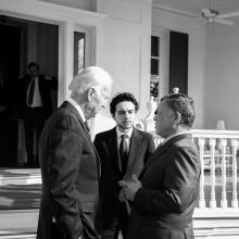 جلالة الملك عبدالله الثاني، يرافقه سمو الأمير الحسين، ولي العهد، يلتقي نائب الرئيس الأمريكي جو بايدن- واشنطن – شباط ٢٠١٤