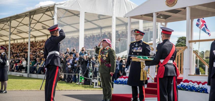 الملك يرعى حفل تخريج فوج ضباط الأكاديمية العسكرية الملكية ساندهيرست الذي يضم ولي العهد