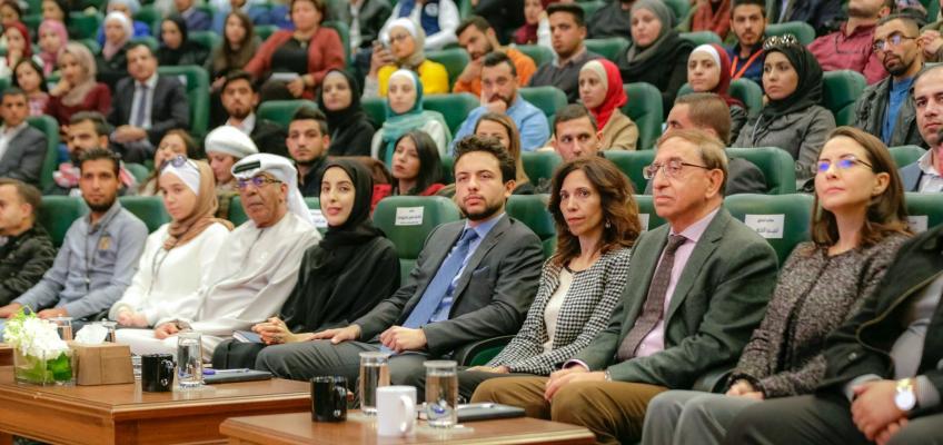 """ولي العهد يحضر مناظرة شبابية بعنوان """"التعليم الجامعي مقابل التعليم المهني والتقني"""""""