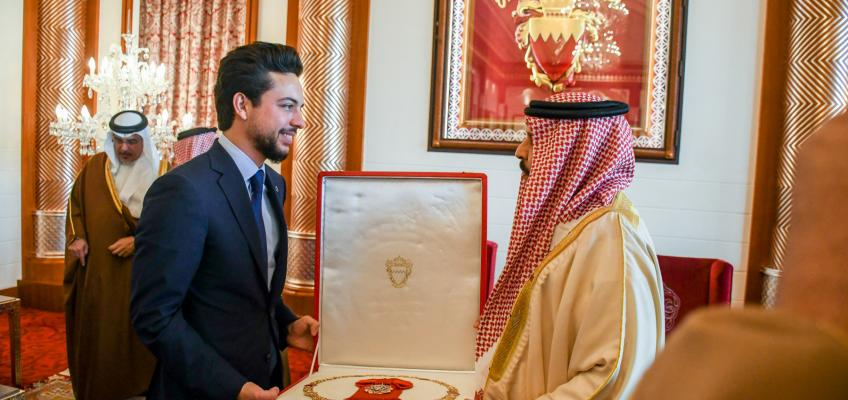 Crown Prince meets Bahrain monarch, receives King Hamad Order of the Renaissance