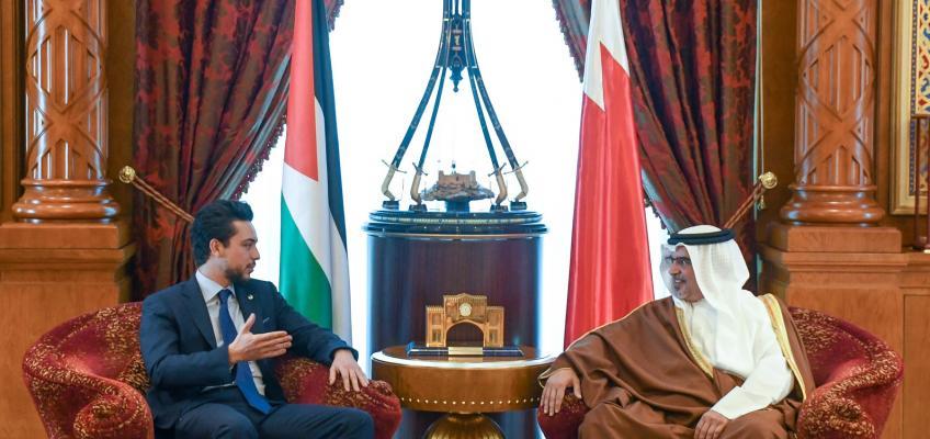 ولي العهد يبحث مع ولي عهد البحرين العلاقات الثنائية والتعاون المشترك