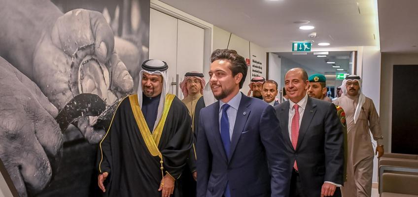 """ولي العهد يزور معهد البحرين للؤلؤ والأحجار الكريمة """"دانات"""" في المنامة"""