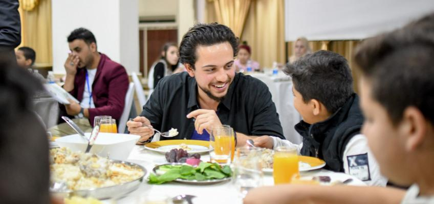 Crown Prince joins group of orphans for iftar