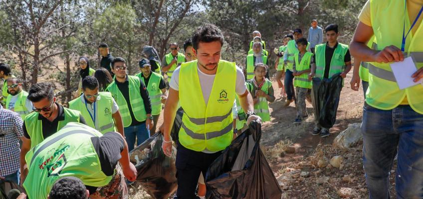 Crown Prince joins young volunteers participating in national clean-up campaign