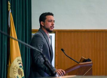 الأمير الحسين يزور جامعة الحسين بن طلال في معان ويلقي كلمة أمام طلبتها